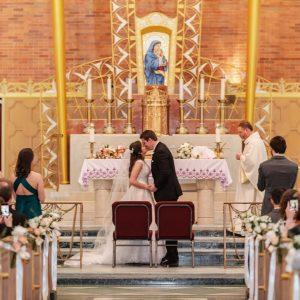 St-Benedicts-Roman-Catholic-Church-wedding-ceremony-first-kiss-suessmoments