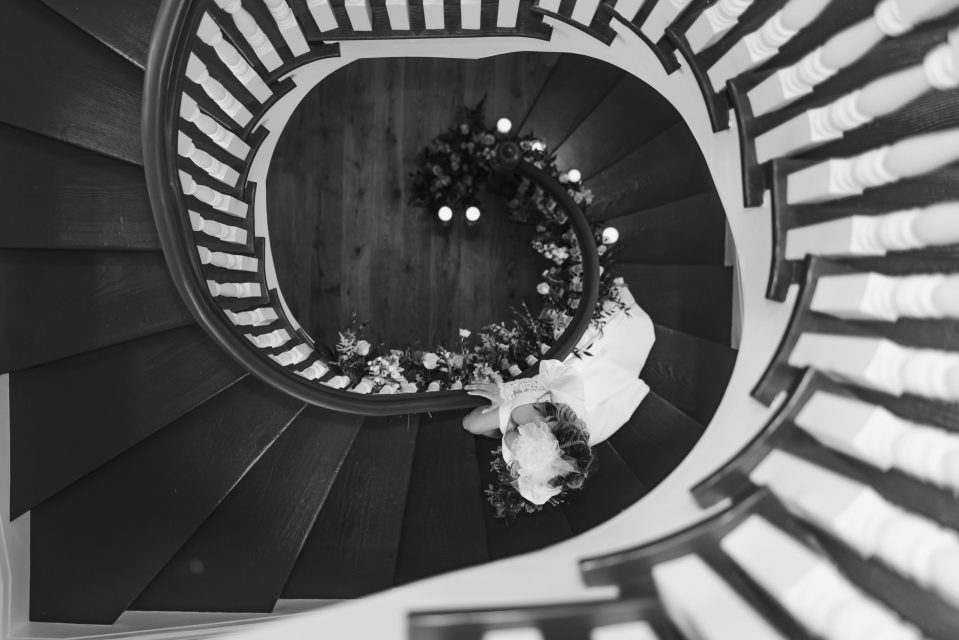 abbey-inn-and-spa-spiral-staircase-suessmoments-photography