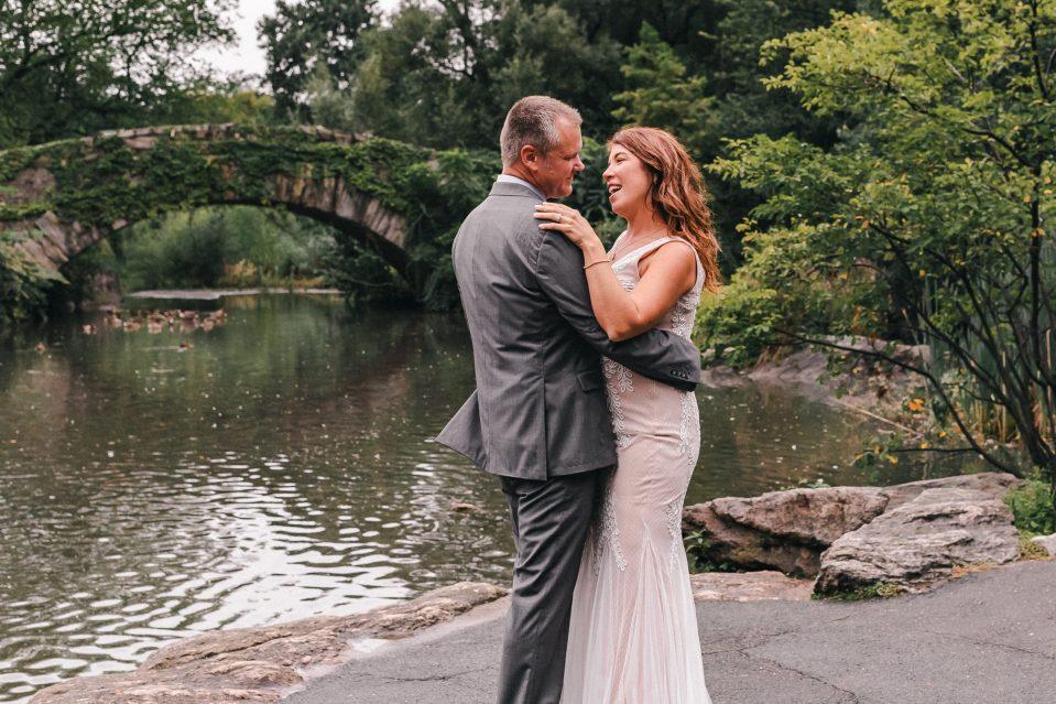 dancing-in-the-rain-suessmoments-wedding-photos