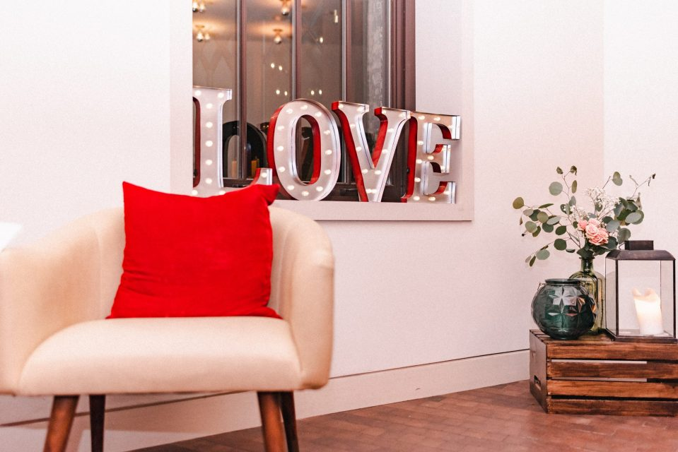 love-sign-redbury-nyc-hotel-suessmoments