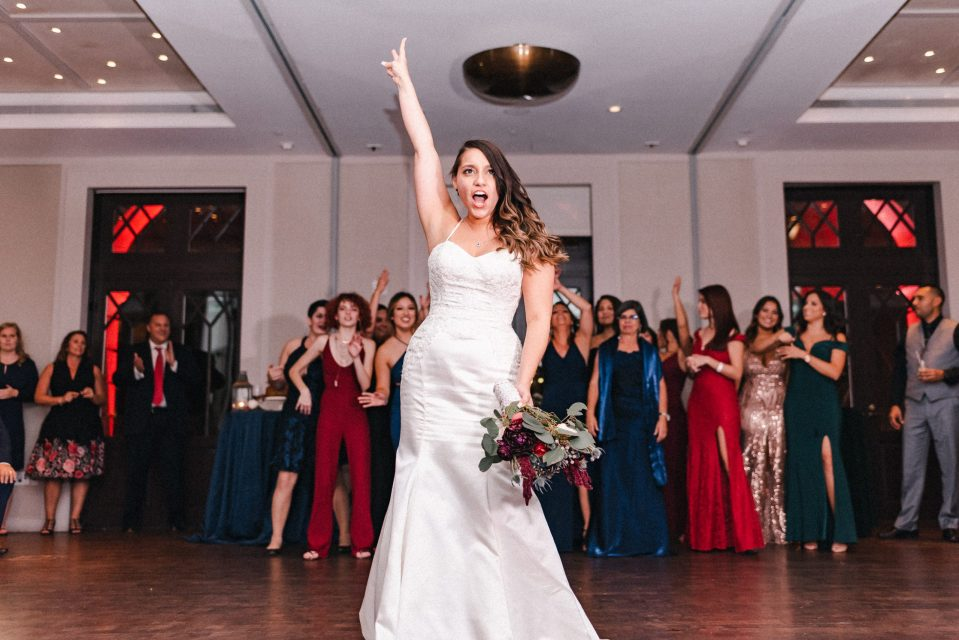 bouquet-toss-redbury-hotel-nyc-wedding-reception-photos-suessmoments-new-york-city-photographer
