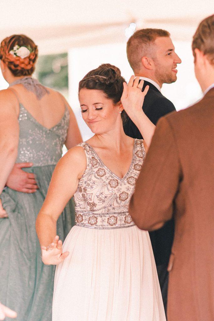 dancing-wedding-guest-suessmoments
