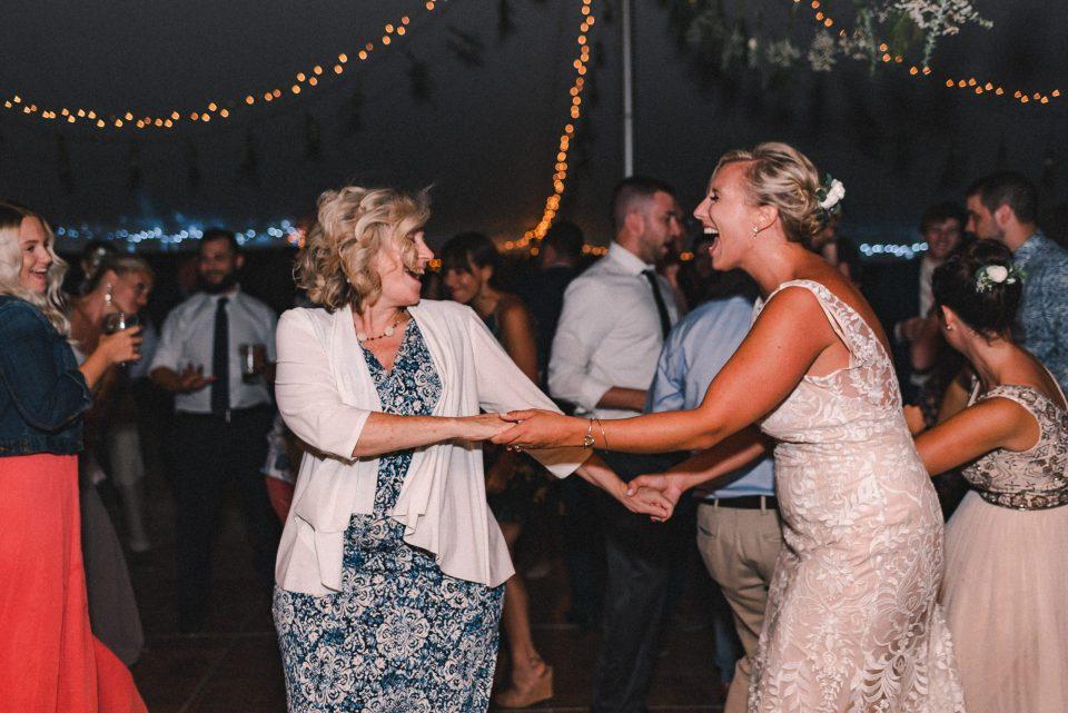 dancing-at-wedding-photos-suessmoments-new-york-photographer