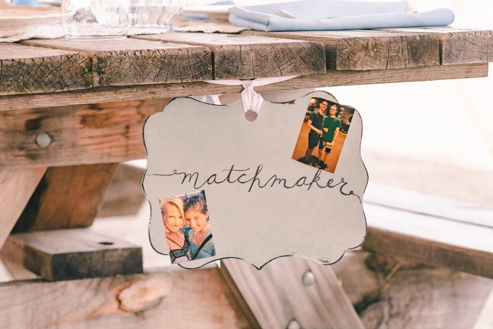 matchmaker-wedding-ideas-sign-suessmoments