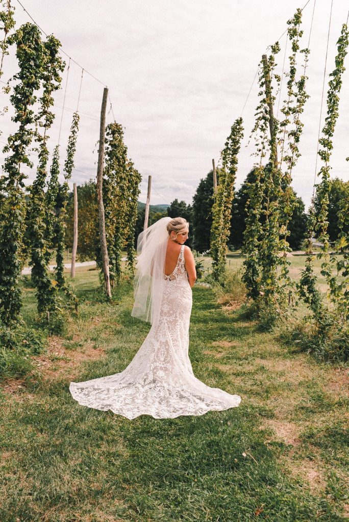 bhldn-wedding-dress-ss-farm-and-brewery-beer-garden-suessmoments-wedding-photography