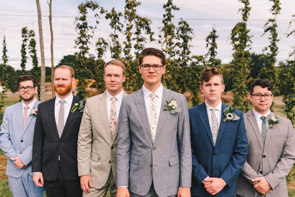 ss-farm-and-brewery-wedding-photos-groomsmen-suessmoments