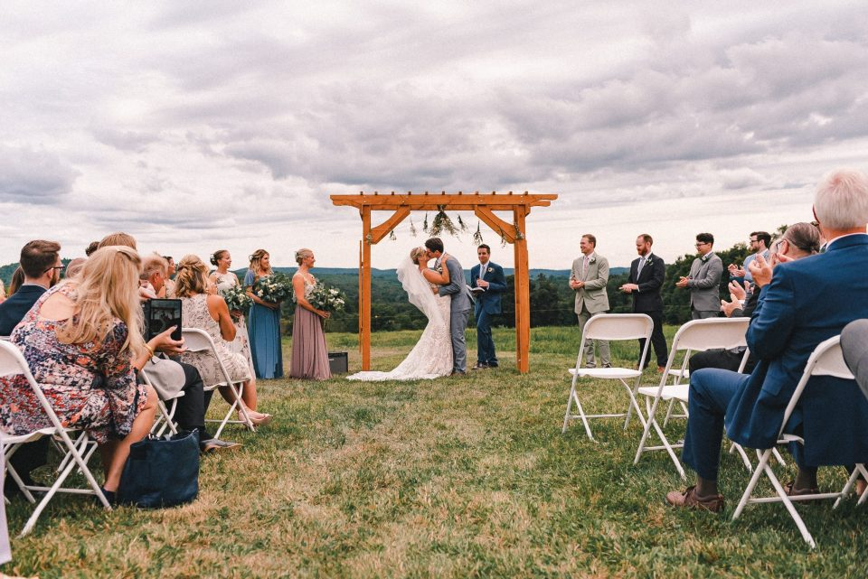 upstate-new-york-wedding-ceremony-on-a-farm-suessmoments