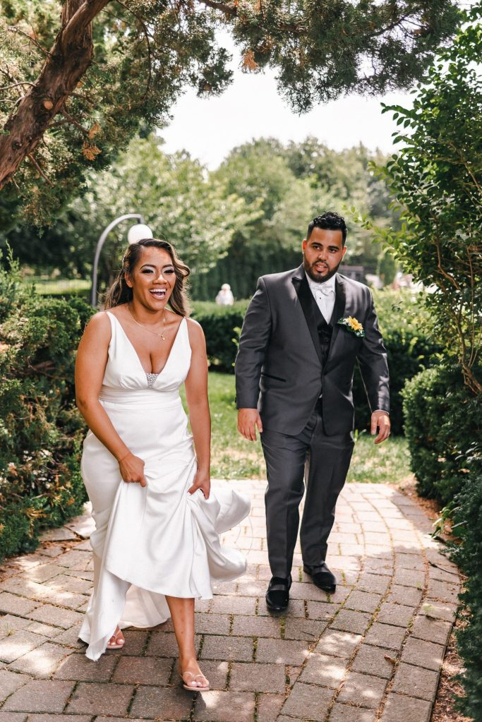 flip-flops-on-wedding-day-suessmoments-fun-bride