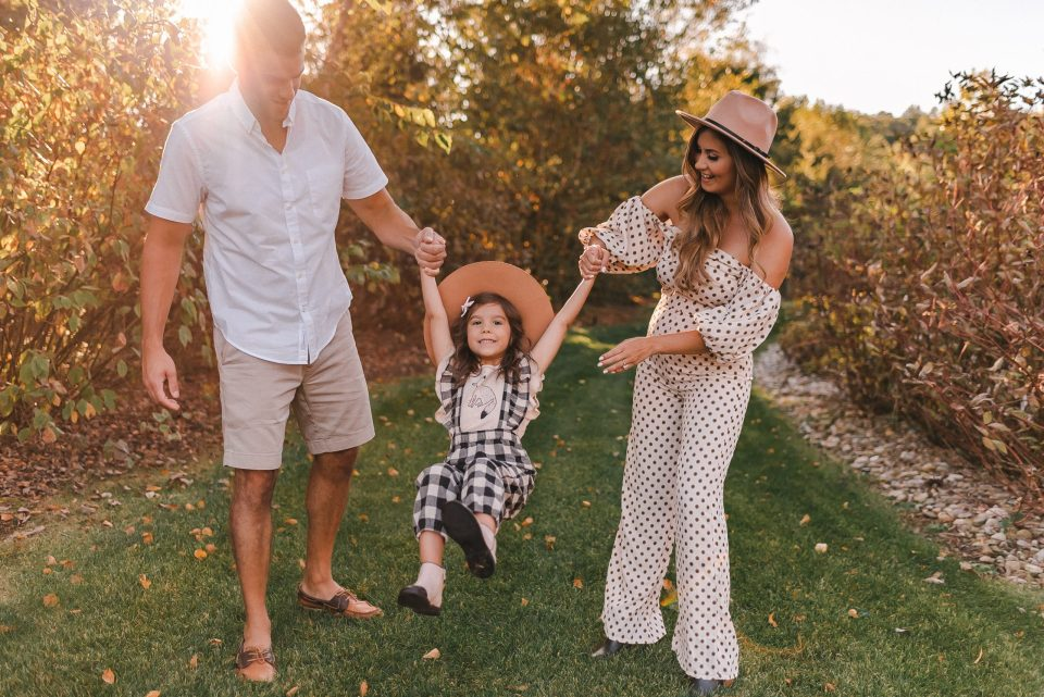 family-photo-session-golden-hour-suess-moments
