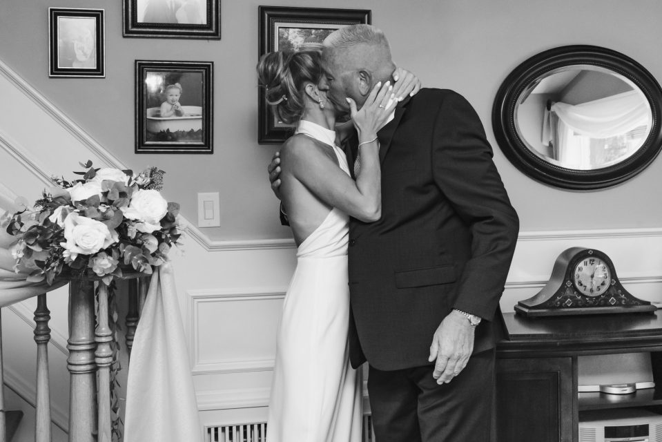 nyc-micro-wedding-photography-suess-moments-first-look