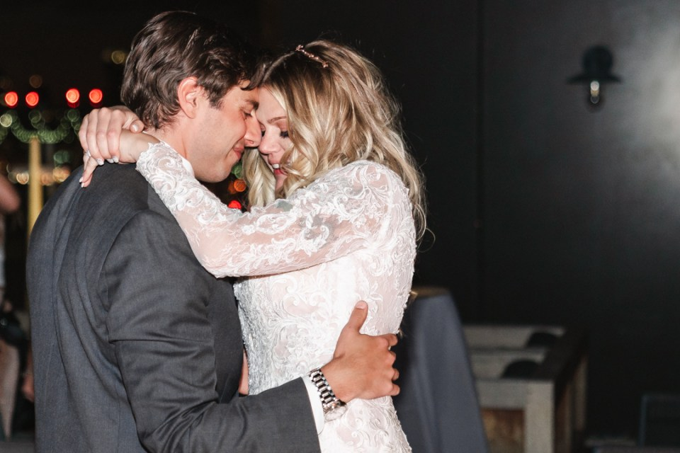 EMOTIONAL-FIRST-DANCE-PHOTOS-SUESSMOMENTS