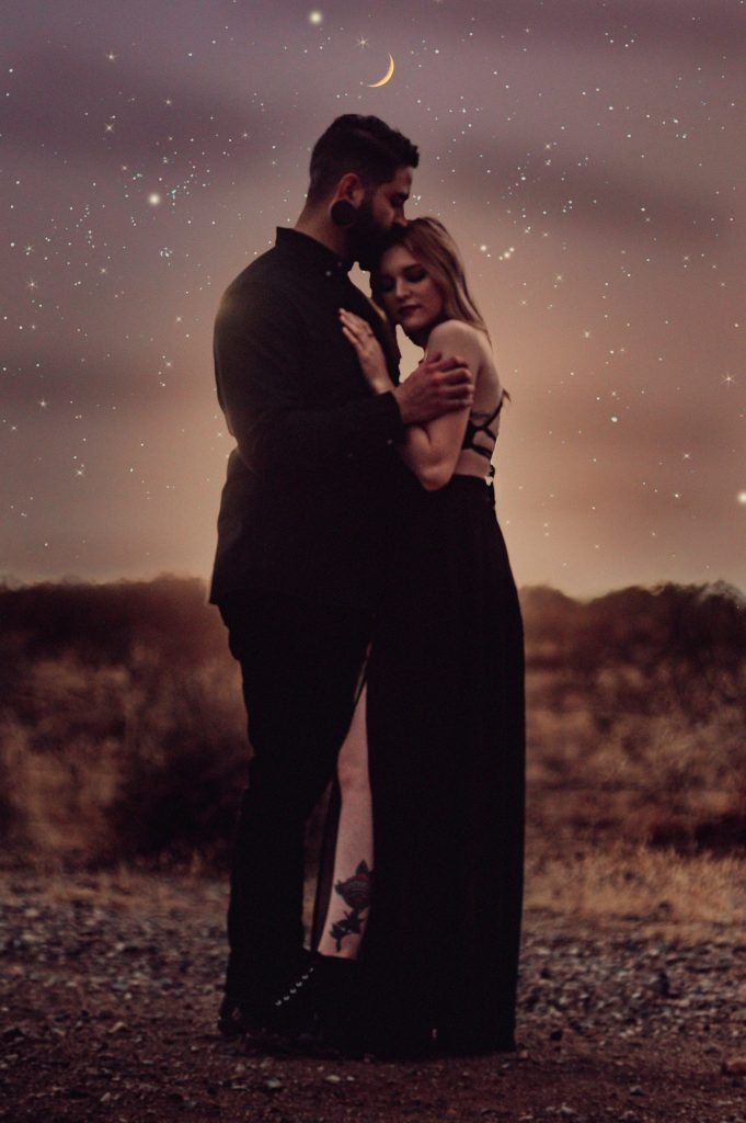 night-engagement-photos-with-galaxy-and-stars-by-suessmoments