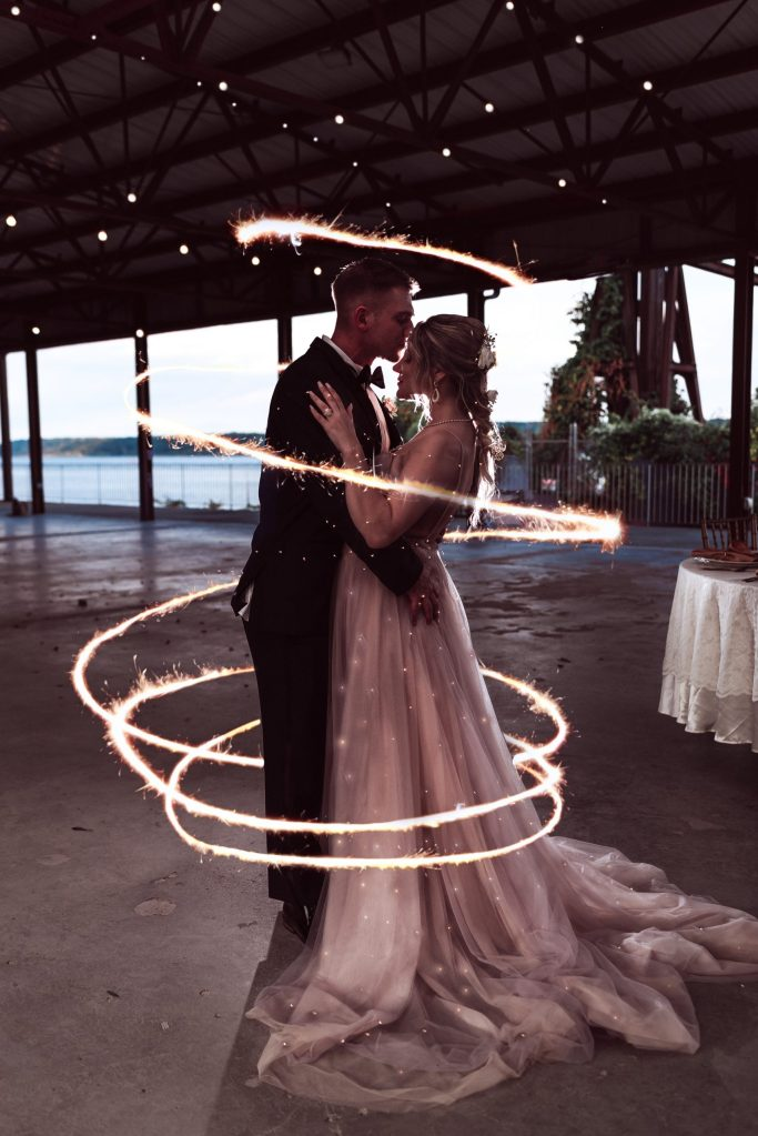 sparkler-long-exposure-wedding-photo-suessmoments