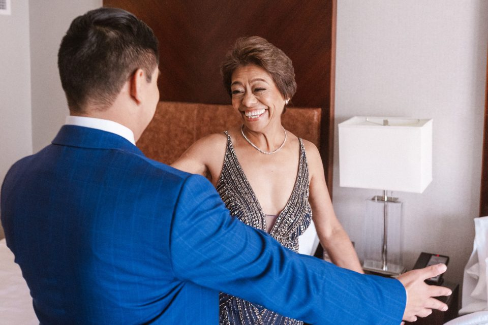 groom-mom-first-look