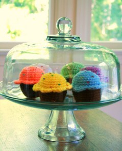 love these crocheted cupcakes!