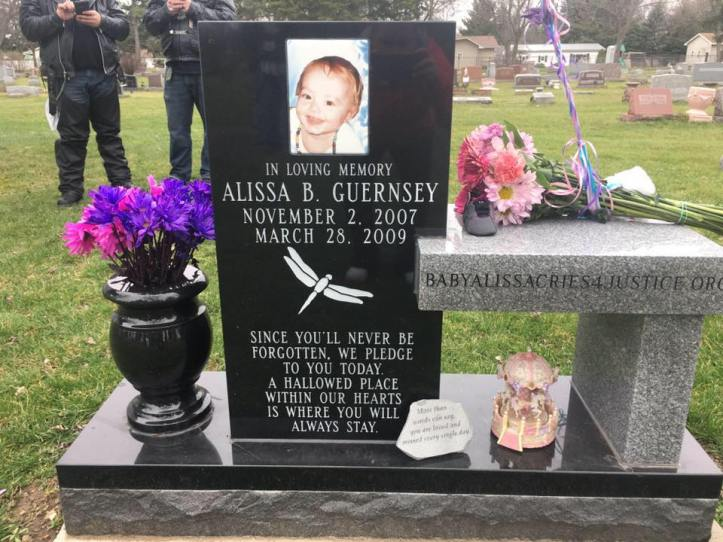 The memorial bench dedicated to Alissa. (BabyAlissaCries4Justice)