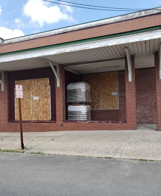 Aubuchon Hardware in Gouverneur boarded up because the owners are racist assholes