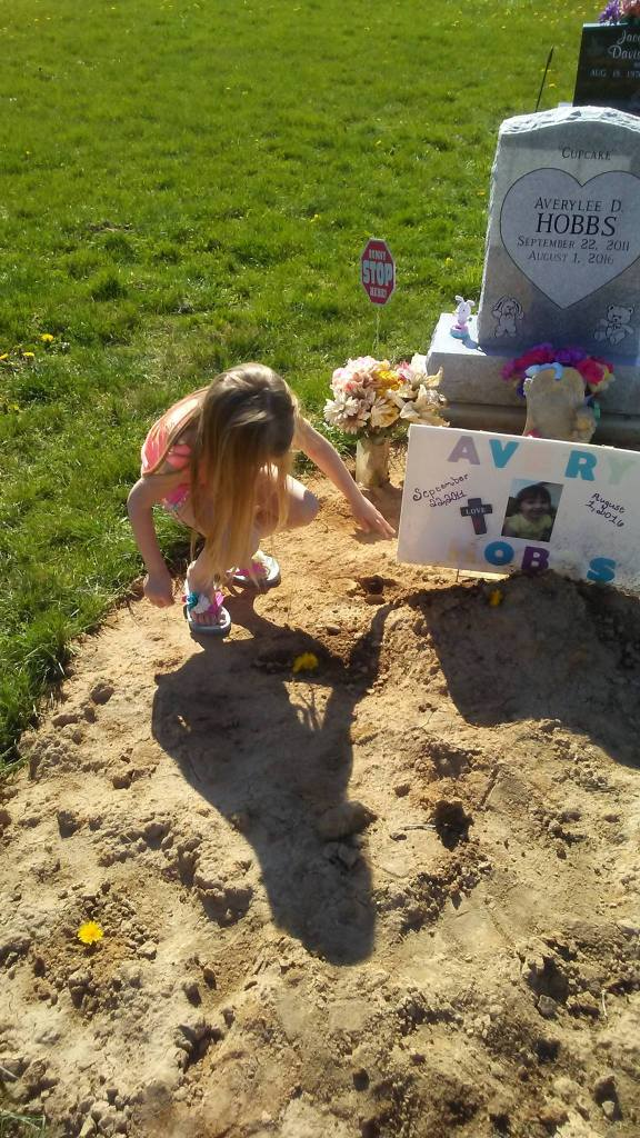 Averylee Hobbs cousin Lou at grave