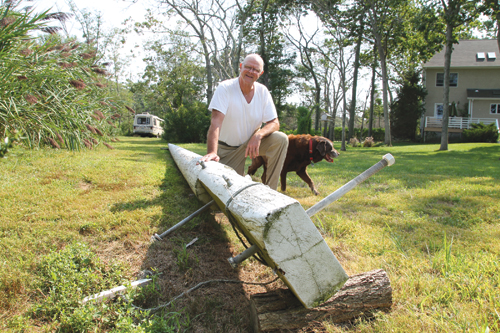 PAUL SQUIRE PHOTO | Mark Baxter of Southold and his 48-foot flagpole.