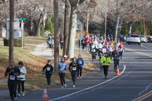KATHARINE SCHROEDER PHOTO | Runners and walkers in the eighth annual Mattituck-Cutchogue Turkey Trot.