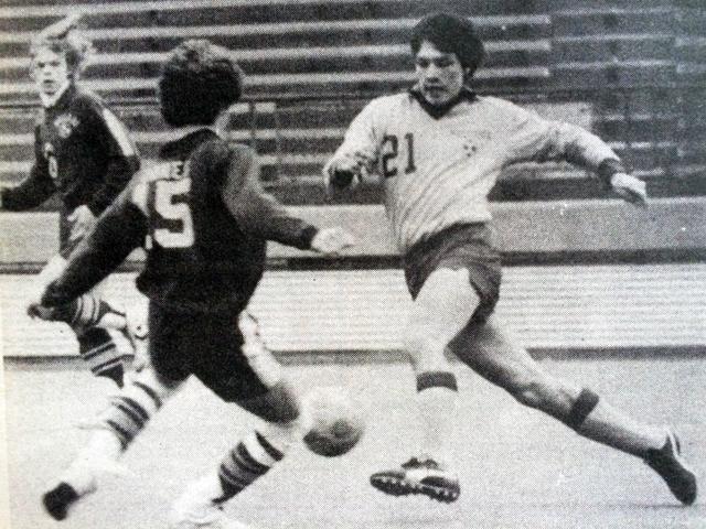 Mattituck wing Peter Sabat in the 1982 championship game. (Credit: Janet Garrell, The Suffolk Times)
