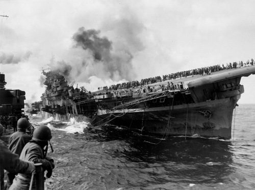 Aircraft carrier USS Franklin burns after it was attacked on March 19, 1945 (Credit: U.S. Navy, PHC Albert Bullock)