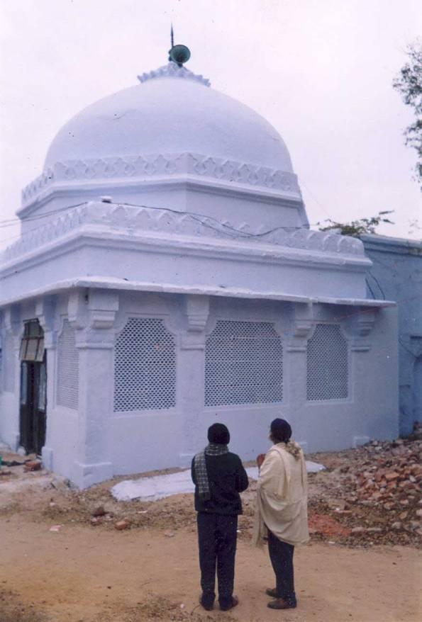 The dargah of Makhdum Sama'uddin Suhrawardi