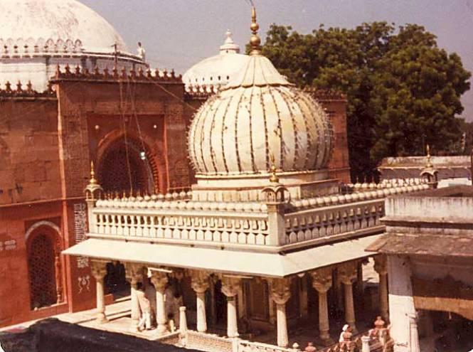 The dargah of Khwaja Nizamuddin Awliya, New Delhi
