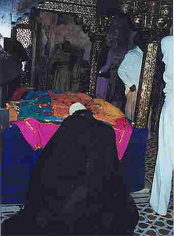 Seeking blessings at the dargah of Hazrat Salim Chishti