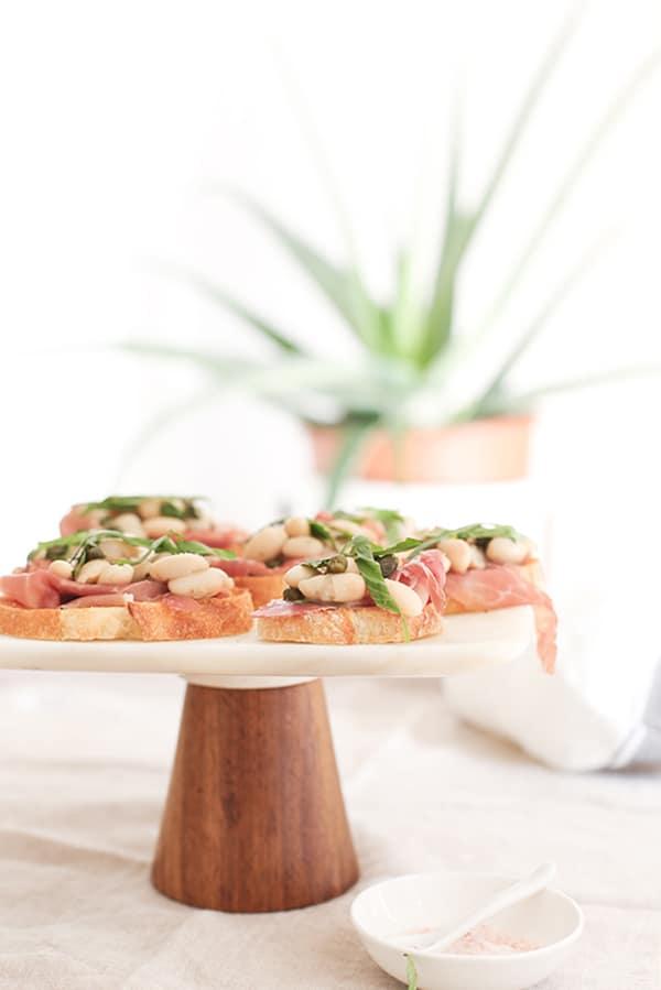 White-Bean-and-Prosciutto-Crostini-2