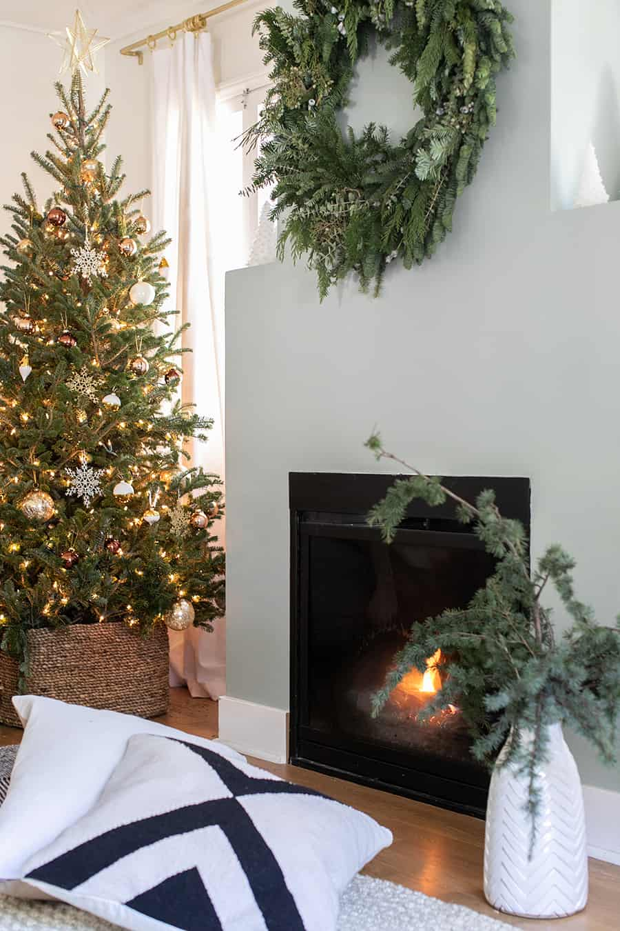 pictures of living room decorated for christmas decorating ideas beige couch decor sugar and charm