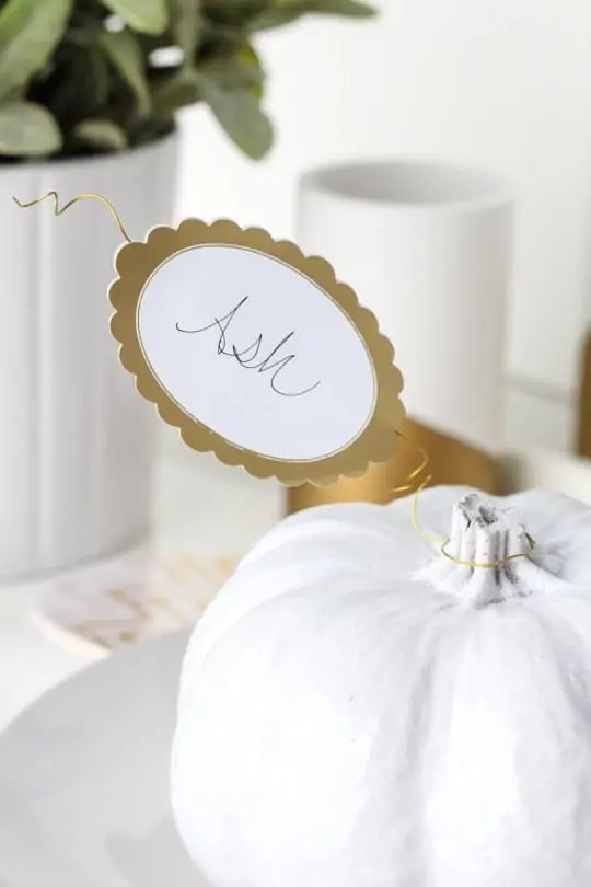 DIY pumpkin leaf place cards - Sugar & Cloth - Entertaining - Holiday - Houston Blogger