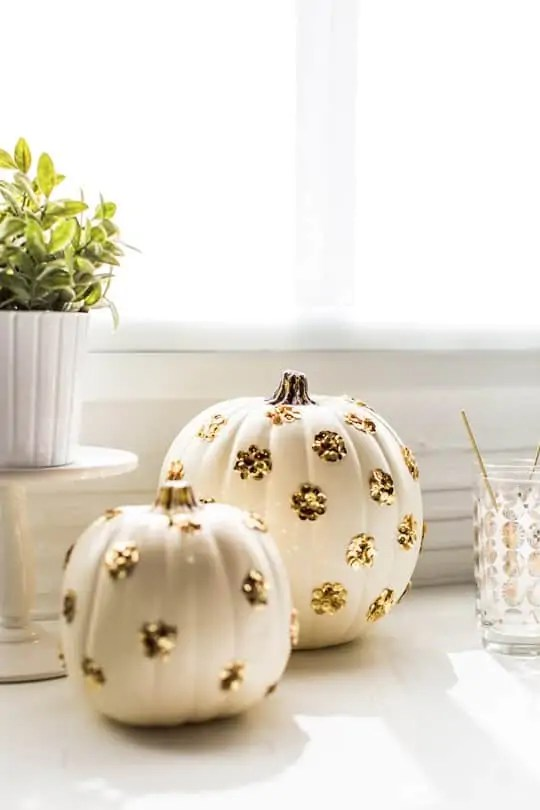 DIY sequined polka dot pumpkin | sugarandcloth.com