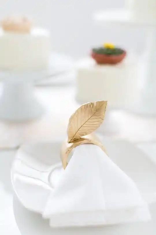 DIY napkins rings and Thanksgiving tabletop | sugarandcloth.com