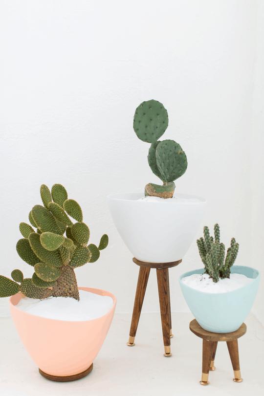 DIY mid century planters by Ashley Rose of Sugar & Cloth, an award winning DIY blog.