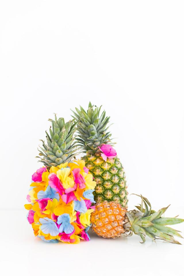 A colorful DIY floral pineapple centerpiece by Sugar & Cloth - houston blogger - summer