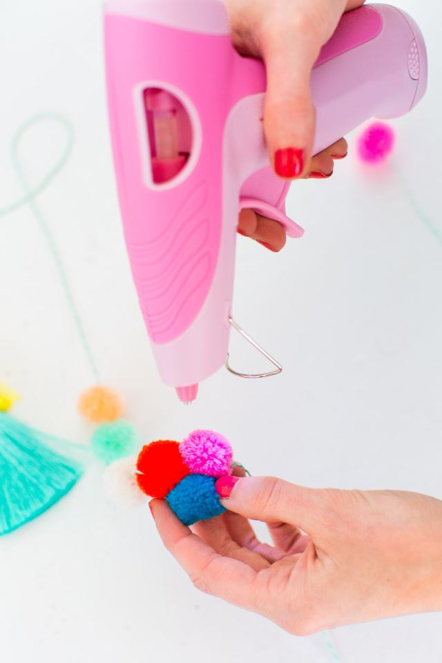 how to make pom poms with plastic circles