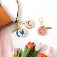 DIY clay letter keychain by Sugar & Cloth, an award winning DIY, home decor, and recipes blog.