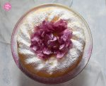 Topfengugelhupf mit Blüte