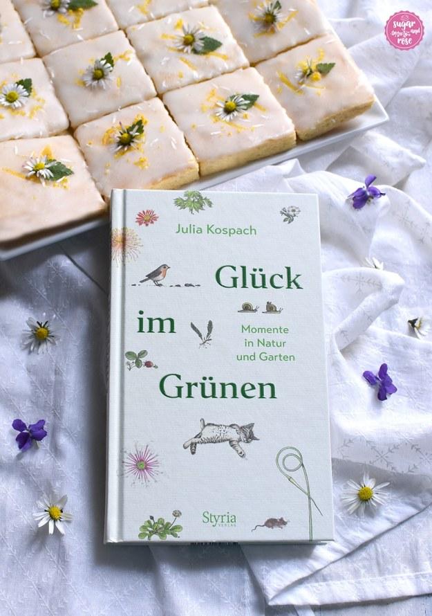Lemonies auf Teller und davor ein Buch: Julia Kospach, Glück im Grünen, Styria Verlag