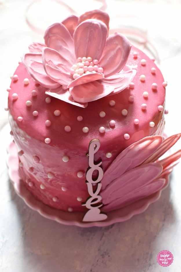 Schokoblütentörtchen bzw. rosa Mutttertagstorte mit Schokoblüte und love-Schriftzug