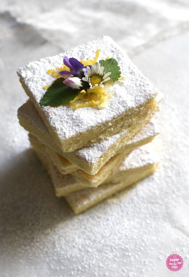 Lemonies mit Puderzucker, Gänseblümchen und Veilchen