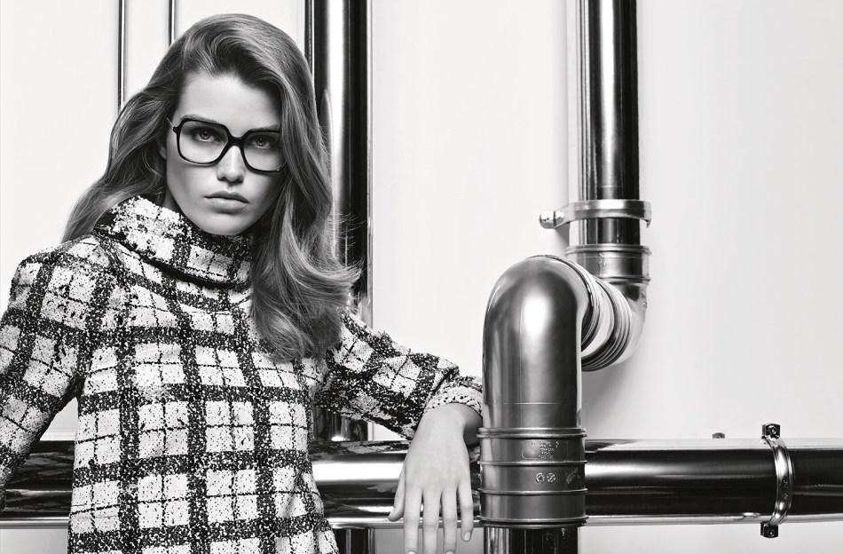 Chanel_Eyewear_FW17_18_DP.indd