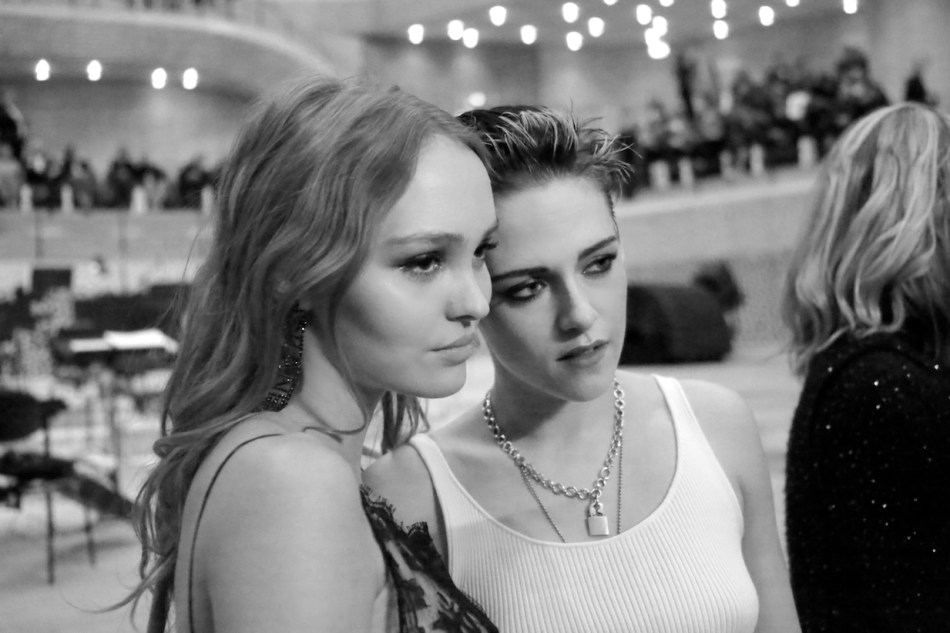 Lily-Rose DEPP and Kristen STEWART_Métiers d'art Paris-Hamburg 201718 collection