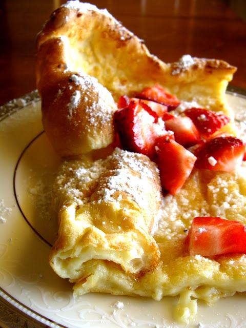 puffy German pancake on www.sugarbananas.com