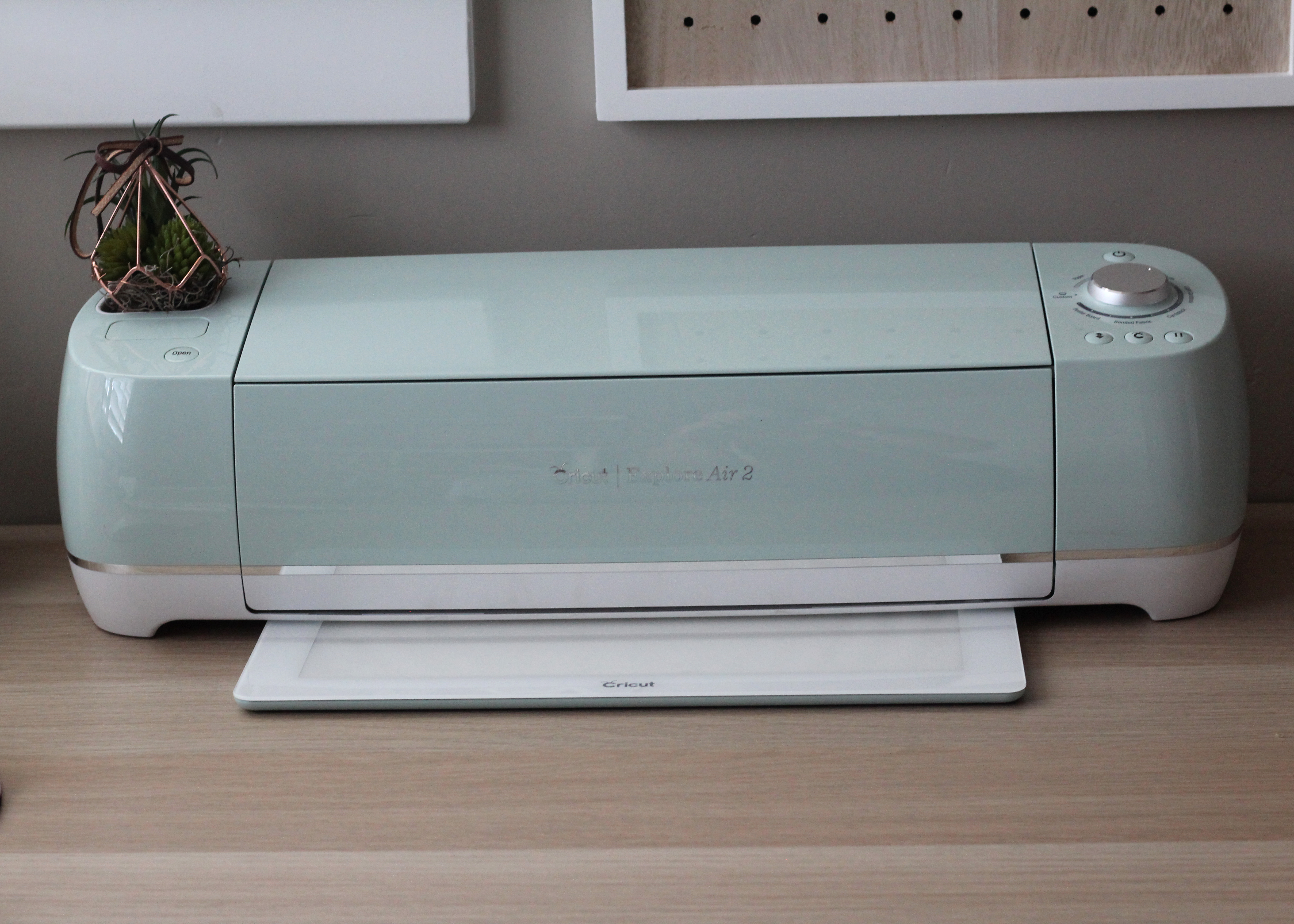 Cricut Brightpad review by www.sugarcoatedhousewife See why you need the Brightpad as a part of your crafting tools.