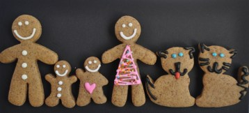 mini gingerbread family