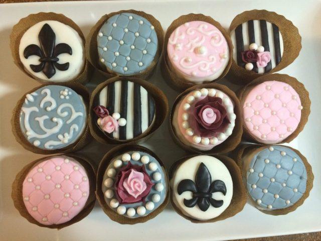 antique cupcakes fleur de lis fondant