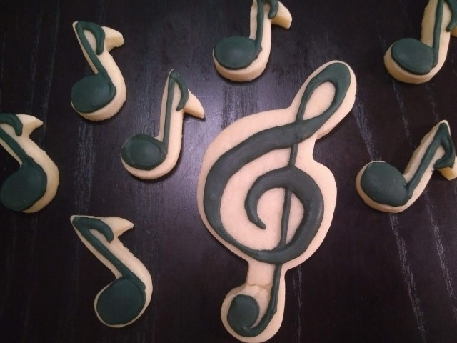 treble clef royal icing sugar cookie