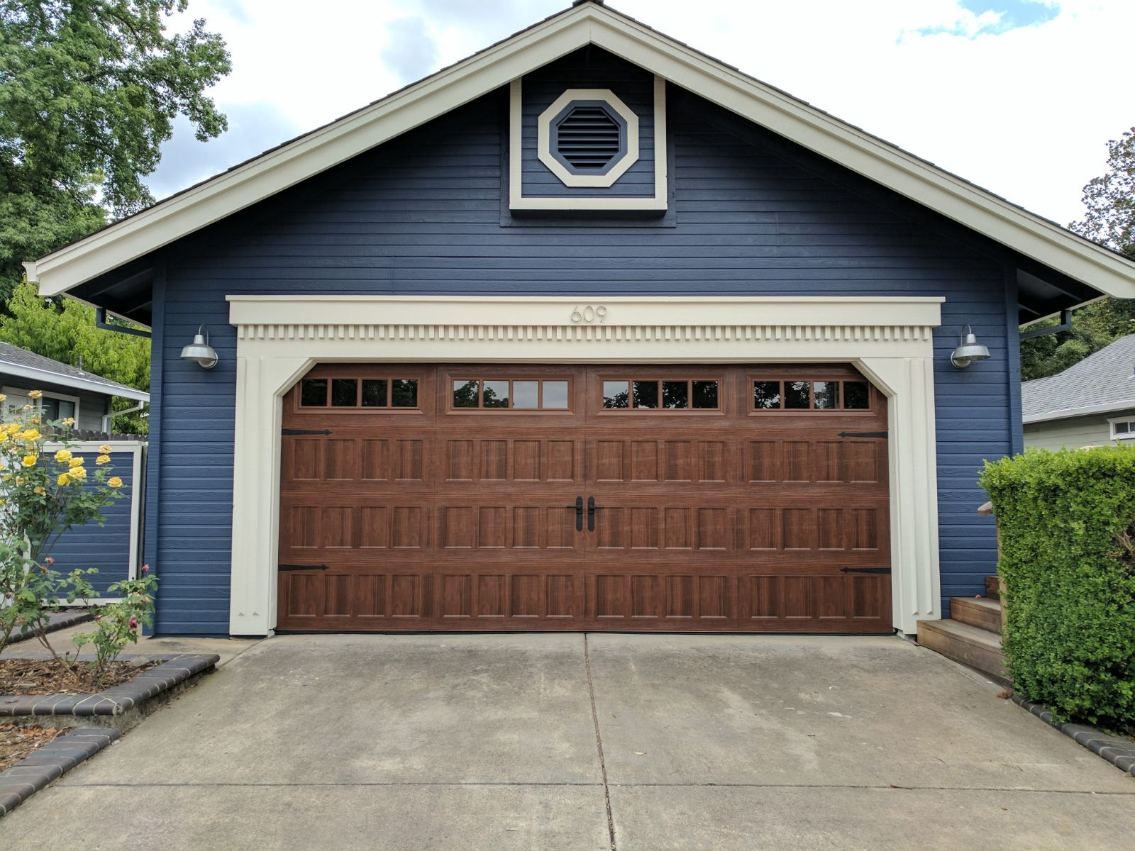 Oak Summit 1000 Garage Doors by Amarr  Sugar Land Garage Door RepairSugar Land Garage Door Repair